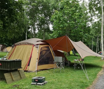 テントとタープがある程度キャンプサイト