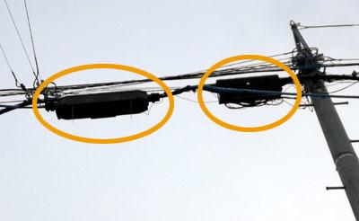 電線のポイントにオレンジでマルをしている画像