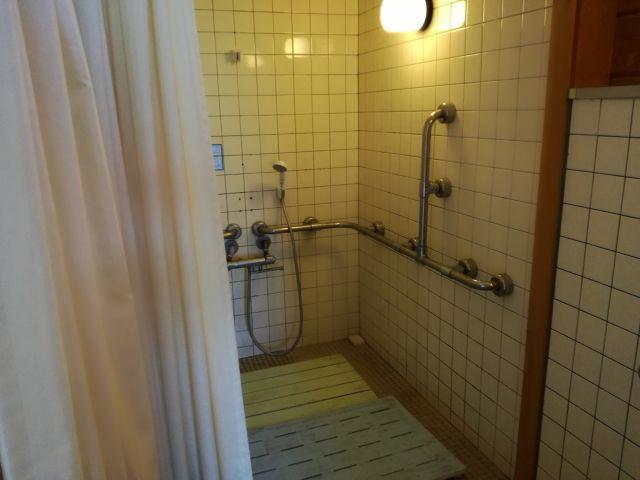 キャンプ場シャワー