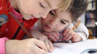 家庭学習中の子ども