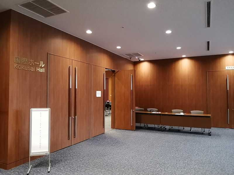 りっぱな会議用ホール入り口